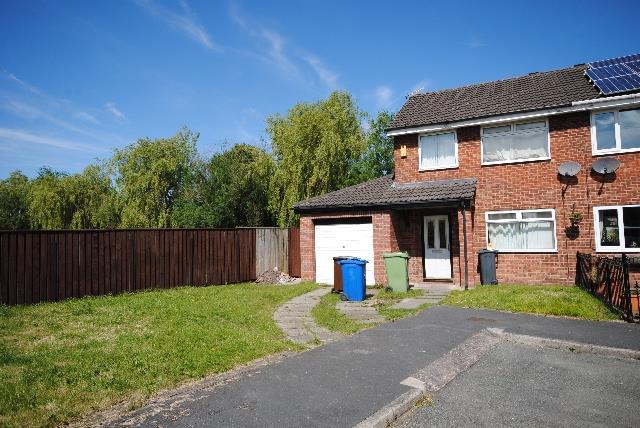 3 Bedrooms Semi Detached House for sale in Peel Street, Platt Bridge, Wigan.